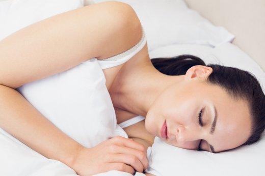 Ženska spi