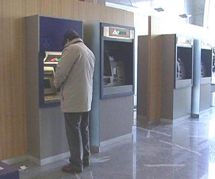 Dvigovanje denarja na bankomatih
