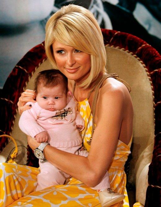 Paris Hilton z dojenčkom