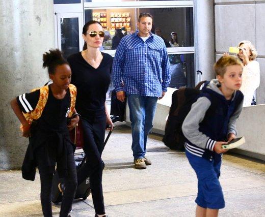 Angelina Jolie z otroki
