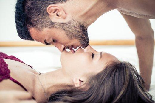 Par v postelji - 5