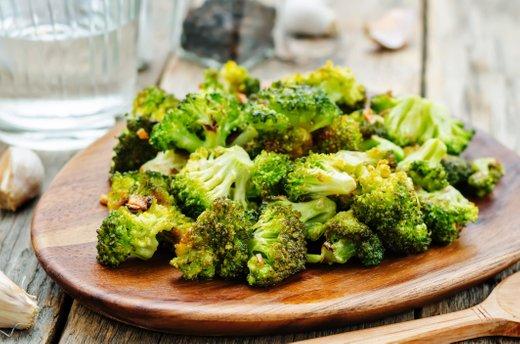 Pečen brokoli s česnom in limono