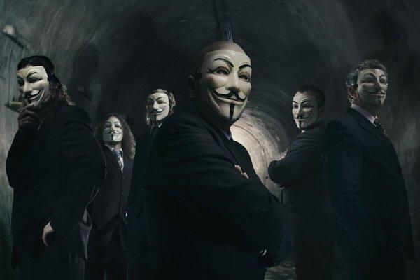 Demolition Group z maskami