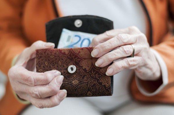 Upokojenka z denarnico