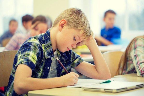 Šolar piše test