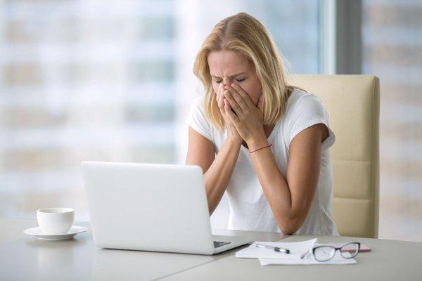 Ženska v pisarni