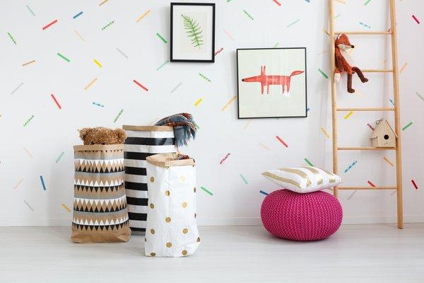 stenska dekoracija barvni trakovi