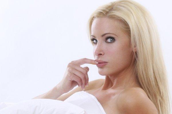 ženska v postelji