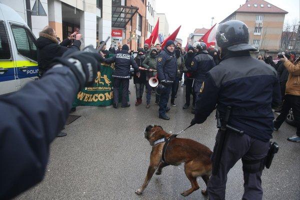 Protestniki so se srečali na Kotnikovi - 9
