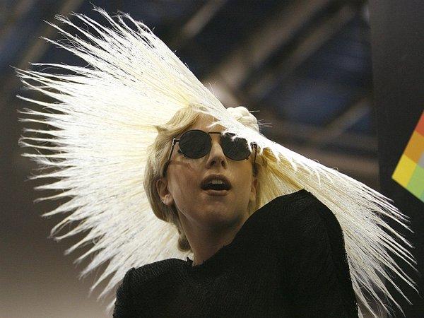 Nora pričeska Lady GaGa-1