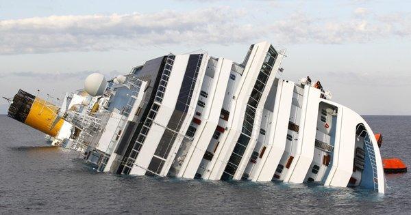 Nasedla ladja ob italijanski obali - 12