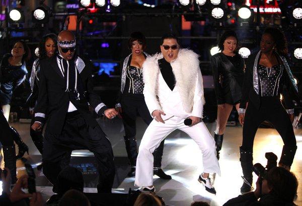 Psy in Gangam Style na Time Squaru - 2