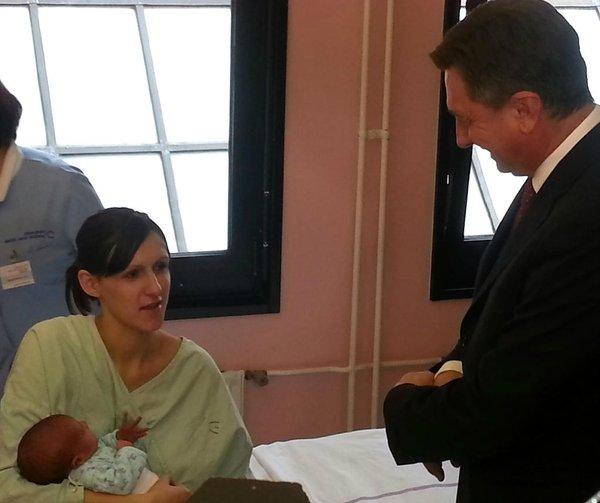 Pahor obiskal porodnišnico