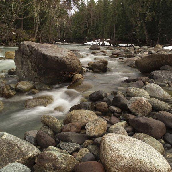 Reka v zimskem času