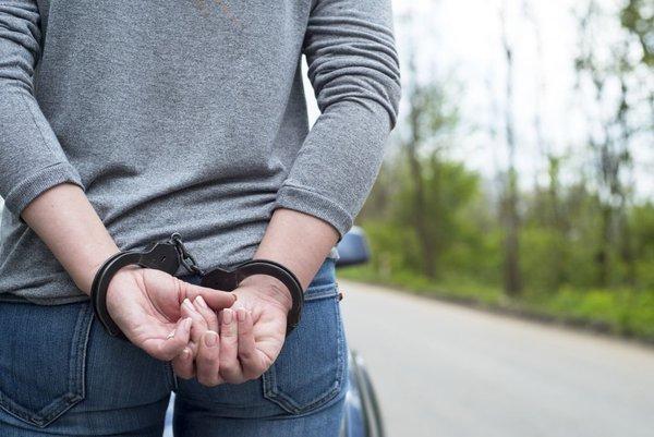 Policijska aretacija ženske