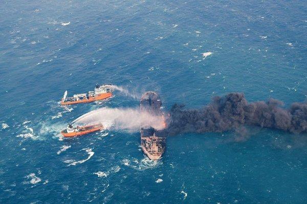 Gašenje gorečega iranskega tankerja
