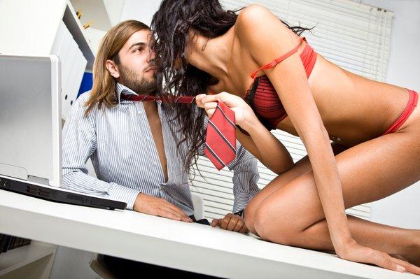 Seks na delovnem mestu