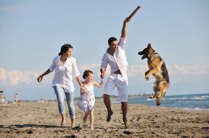 Srečna družina na plaži