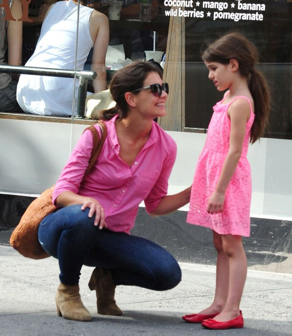 Katie Holmes in Suri