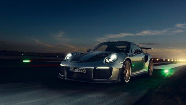 2018 porsche 911 GT2 RS - 11