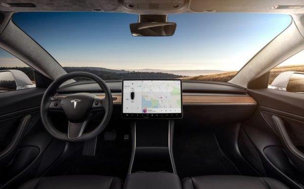 Tesla 3 - 1