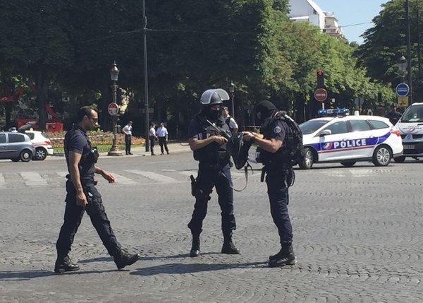 Incident v Parizu - 1