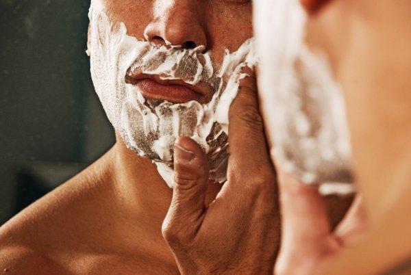 moški se brije