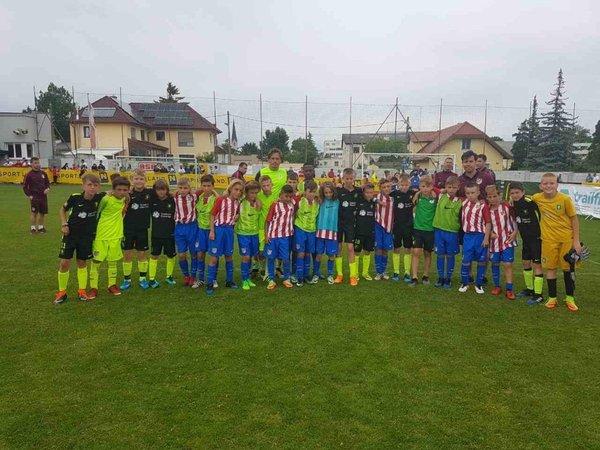 Mladi nogometaši Olimpije in madridskega Atletica