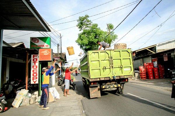 Tovornjak za smeti na Baliju