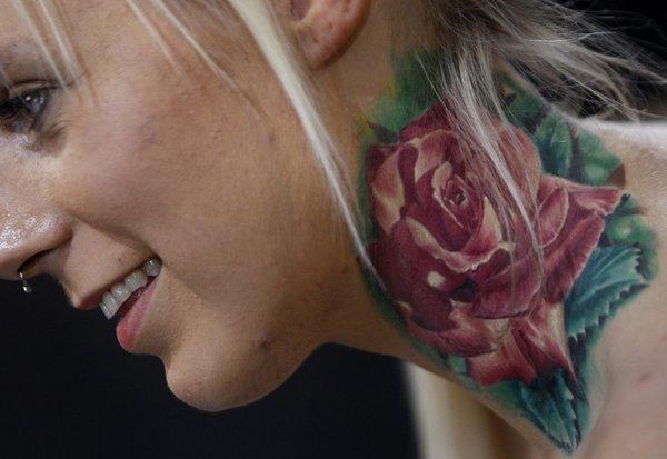 tetovaža na vratu