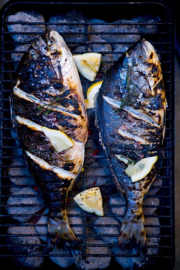 Riba na žaru