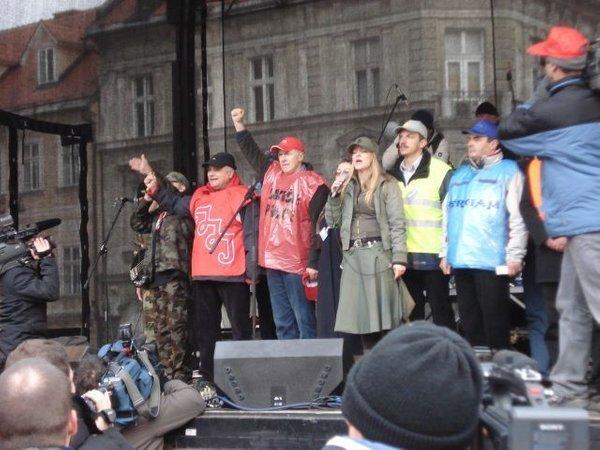 Govor sindikalistov na delavskih protestih v Ljubljani