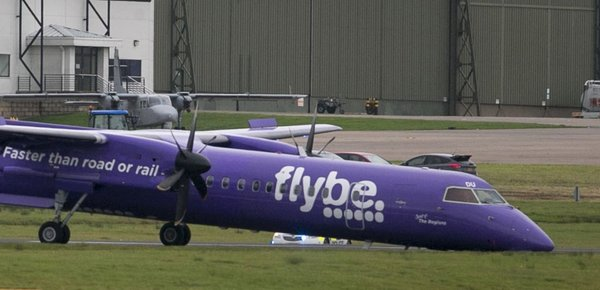 Letalo pristalo na nosu