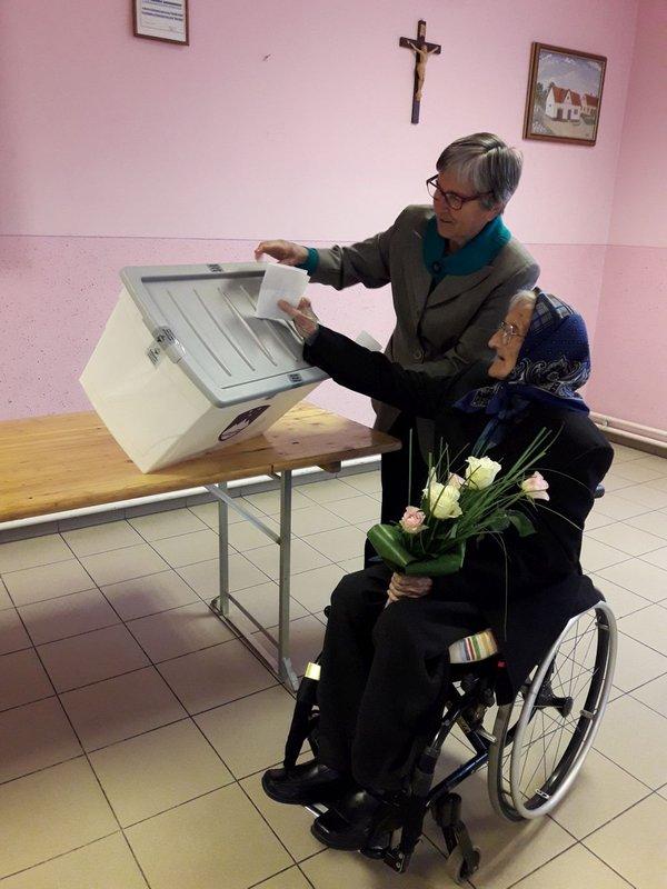 Matilda ob 108. rojstnem dnevu na volišču