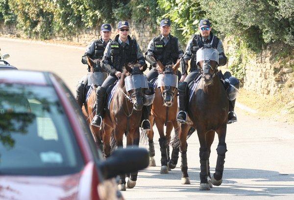 Policisti na konjih