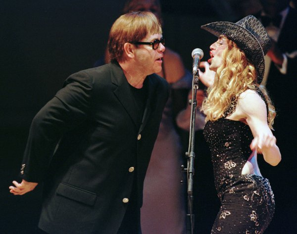 Elton John in pevka Madonna