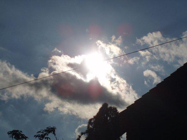 Oblak prekriva sonce