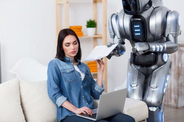 Ženska in robot