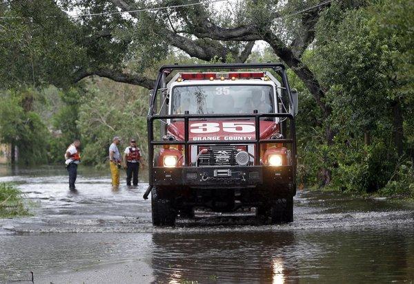 Gasilci med poplavami na Floridi