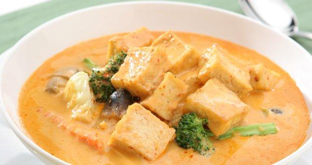 Zelenjavni curry s tofujem