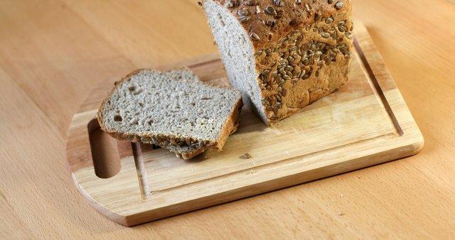 Kruh s sončničnimi semeni