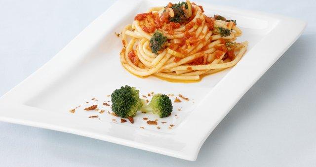 Špageti s paradižnikom in brokolijem
