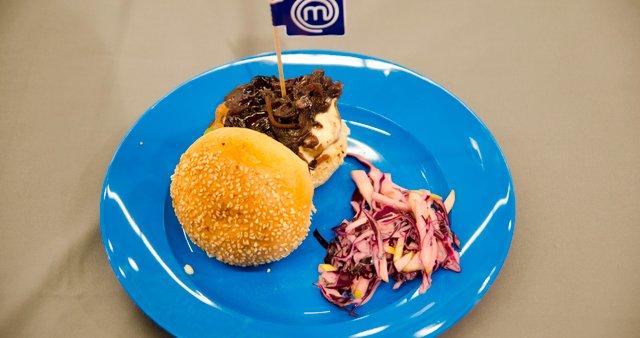 Piščančji burger s špinačo