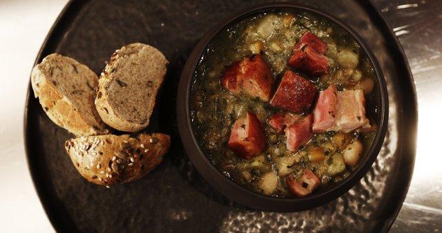 Ješprenjeva enolončnica in ajdov kruh s semeni