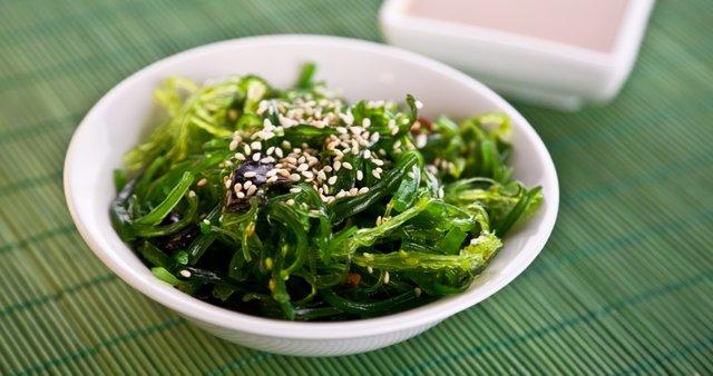 Solata iz wakama alg
