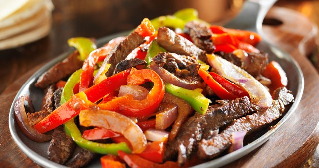 Fajitas z govedino in papriko