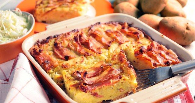 Krompirjev narastek s kruhom in slanino