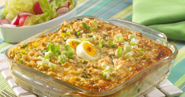 Pečen fižol s sirom in jajci