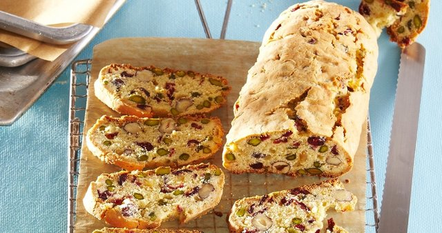 Biscotti z brusnicami in pistacijo