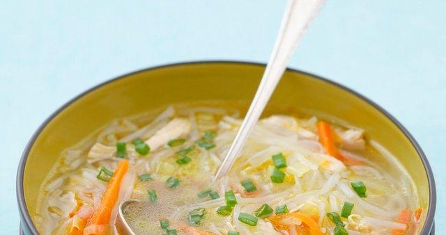 Piščančja juha z riževimi rezanci